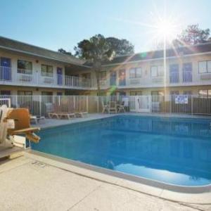 Motel 6-Charleston - North