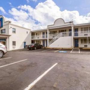 Hotels near Kreeger Theatre - Motel 6 Washington DC Convention Center