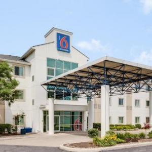 Bramalea City Centre Hotels - Motel 6 - Toronto - Brampton