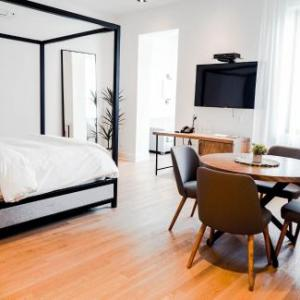 Cafe Campus Montreal Hotels - Auberge du Carre St-Louis