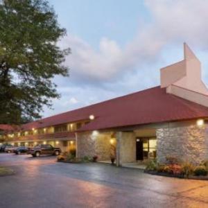 OYO Hotel Findlay OH I-75 & Broad Ave - 4 mi from Blanchard Valley Hospital