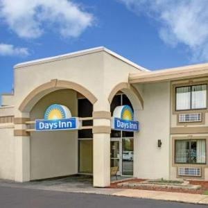 Days Inn by Wyndham Bloomington West
