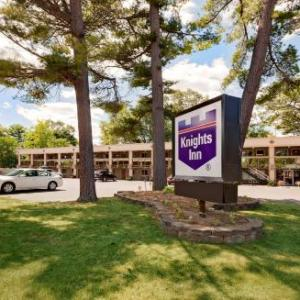 Streeters Center Hotels - Knights Inn Traverse City