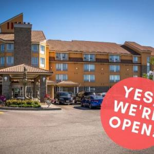 Hotels near Burl's Creek Park - Monte Carlo Inn - Barrie Suites