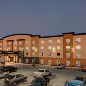 Hotels near First Alliance Church Calgary - Service Plus Inns and Suites