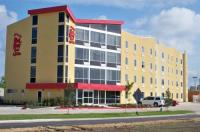 Red Roof Inn And Suites Beaumont Image