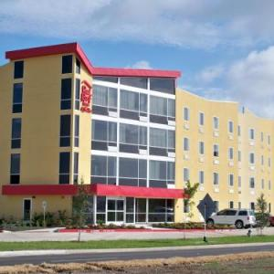 Riverfront Park Beaumont Hotels - Red Roof Inn And Suites Beaumont