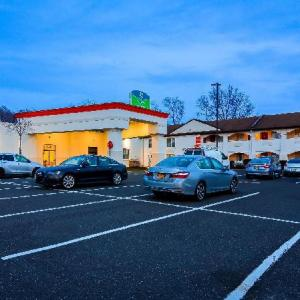 Howard Johnson Express Inn Bellmawr