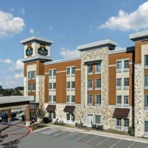 Hotels near HEB Center at Cedar Park - La Quinta Inn & Suites Austin - Cedar Park