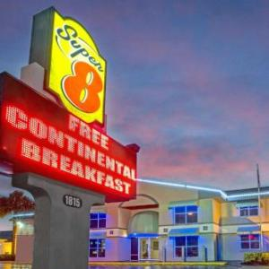 Kissimmee Civic Center Hotels - Super 8 Motel - Kissimmee/Orlando Area