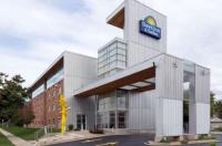 Days Inn And Suites Milwaukee Image