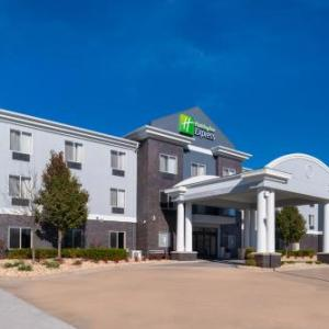 Hotels near Memorial Auditorium Pittsburg - Holiday Inn Express & Suites Pittsburg