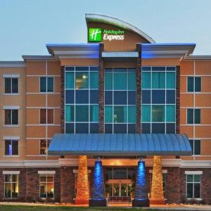 Hotels near Cooper Clinic Dallas - Holiday Inn Express & Suites North Dallas At Preston