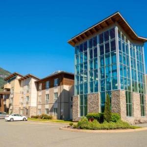 Hotels near West Coast Railway Heritage Park - Sandman Hotel Squamish