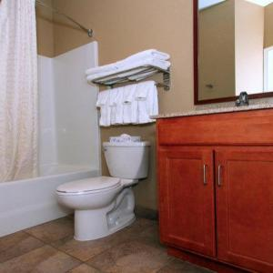 Hotels near KCI Expo Center - Candlewood Suites Kansas City Airport
