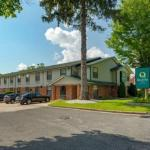 Super 8 by Wyndham Lee/Berkshires/Outlet Area