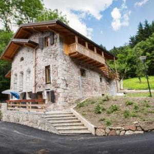 Book Now La Marmote Albergo Diffuso di Paluzza Rio Bavous (Paluzza, Italy). Rooms Available for all budgets. Located in Paluzza 1 km from Torre Moscarda and 28 km from the border with Austria the La Marmote Albergo Diffuso di Paluzza Rio Bavous features rustic-style apartments border