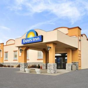 Hotels near Rose Theatre Brampton - Days Inn By Wyndham Brampton