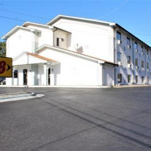 Super 8 Greensboro Coliseum/convention Center