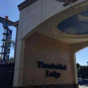 Hotels near Romano's Concert Lounge - Thunderbird Lodge