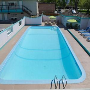 South Okanagan Events Centre Hotels - Tiki Shores Condominium Beach Resort