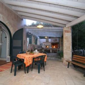 Book Now Country House La Brancaccia (Ruffano, Italy). Rooms Available for all budgets. Offering a barbecue and views of the garden Country house La Brancaccia is set in Ruffano in the Apulia Region 42 km from Lecce. Gallipoli is 24 km away. Free private parking