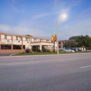 Lexington Village Theatre Hotels - Super 8 By Wyndham Sarnia On