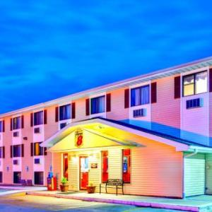 Hotels near Burlington Memorial Auditorium - Super 8 Burlington