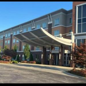 Quaker Steak & Lube Sheffield Village Hotels - Cambria Hotel & Suites Avon - Cleveland