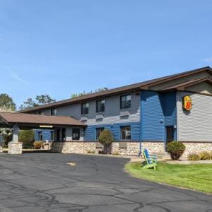 Hotels near Grand Casino Mille Lacs - Super 8 Baxter/Brainerd Area