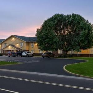 Hotels near Mason County Fieldhouse - Super 8 By Wyndham Maysville Ky