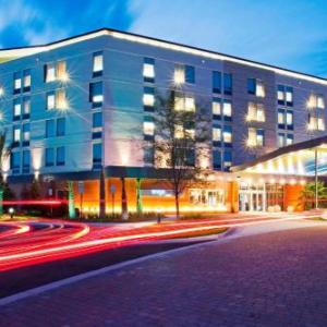 Hotels near UNF Fine Arts Center - Aloft Jacksonville Tapestry Park