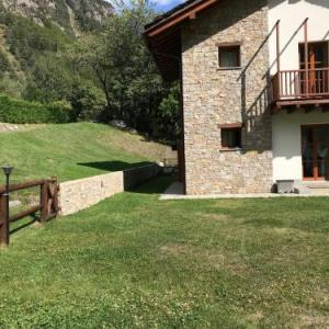 Book Now Villaggio delle Alpi (Pre Saint Didier, Italy). Rooms Available for all budgets. Situated a 5-minute drive from the Courmayeur Mont Blanc ski lifts Villaggio delle Alpi has studios with mountain views and a TV. It offers ski storage and a shared lounge.The