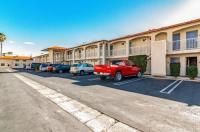Motel 6 Anaheim Image
