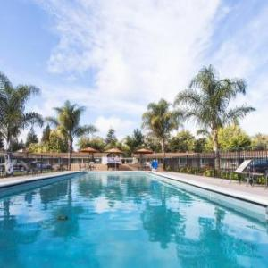 Hotels near Amador Valley High School - Tri-Valley Inn & Suites