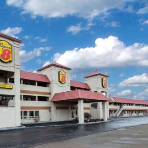 Hotels near Reno-Fernley Raceway - Super 8 By Wyndham Fernley