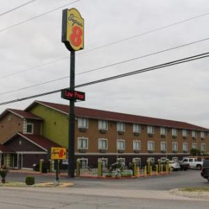 Hotels near Midnight Rodeo San Antonio - Super 8 by Wyndham San Antonio/I-35 North