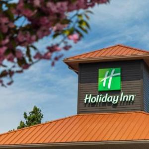 Howard Johnson by Wyndham Victoria Elk Lake Hotel & Suites