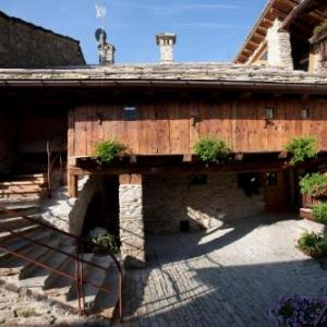Book Now Il Fienile della Nonna (Introd, Italy). Rooms Available for all budgets. Set in a restored hay loft from 1730 family-run Il Fienile della Nonna offers country-style apartments with free Wi-Fi. Located 600 metres from Introd it features a fitness ar