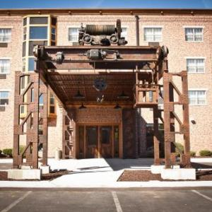 Rockford Speedway Hotels - Ironworks Hotel