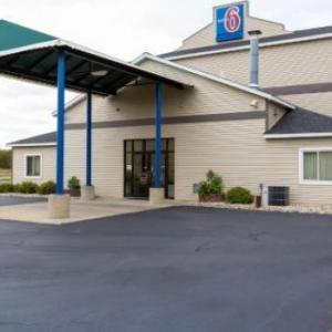Hotels near Ho Chunk Casino Baraboo - Motel 6 Lake Delton