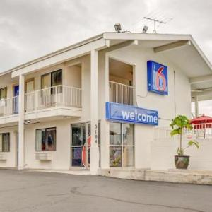 Hotels near Reed College - Motel 6 Portland Central
