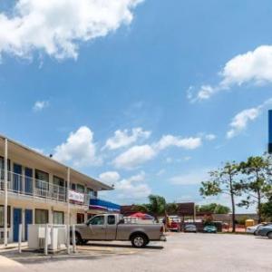 Hotels near Victoria Fine Arts Center - Motel 6 Victoria