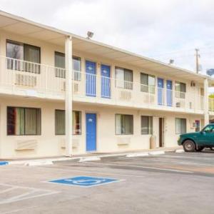 Hotels near Klamath County Fairgrounds - Motel 6-Klamath Falls OR