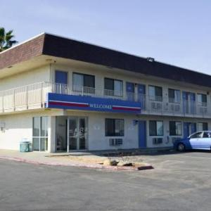 Buttonwillow Raceway Park Hotels - Motel 6 Lost Hills / Buttonwillow Racetrack