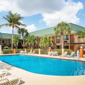Hotels near Kelsey Theater Lake Park - Super 8 North Palm Beach/Pga Blvd
