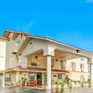 Hotels near University UMC San Antonio - Super 8 by Wyndham San Antonio/Fiesta