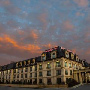 Hotels near Le Club Dix30 - Hotel Brossard