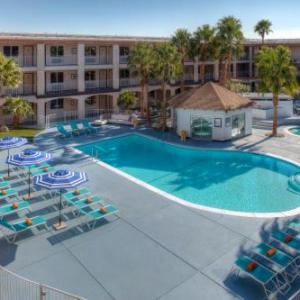 Hotels near Pappy and Harriet's Pioneertown Palace - Aqua Soleil Hotel And Mineral Water Spa