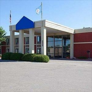 Hotels near Central Park Crookston - Crookston Inn & Convention Center